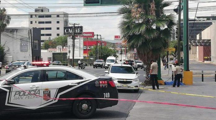 Motociclista muere embestido sobre avenida Gómez Morín