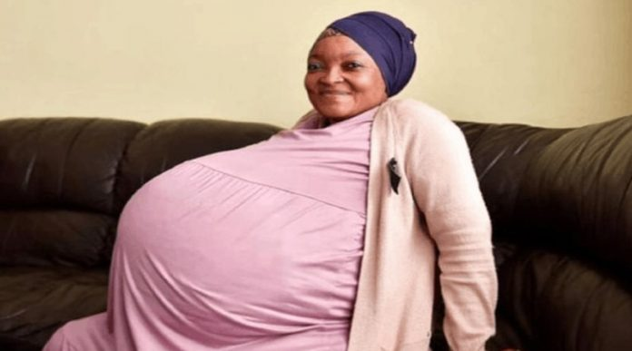 Mujer rompe récord mundial al dar a luz 10 bebés
