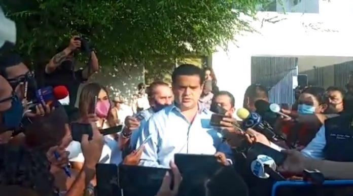 Paco Cienfuegos acude a votar