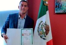 Rogelio Funes Mori presume carta de naturalización
