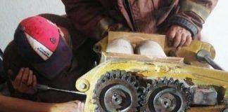 Niño se queda atorado del brazo en una máquina de tortillas