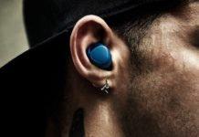 Hombre muere tras explosión de sus audífonos Bluetooth